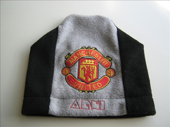 knitted hat with machine embroidery manchester united