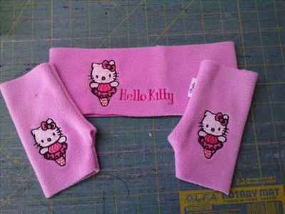 embroidered set with hello kitty design