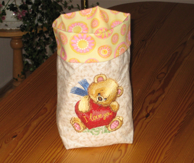 bag with teddy bear old toys embroidery
